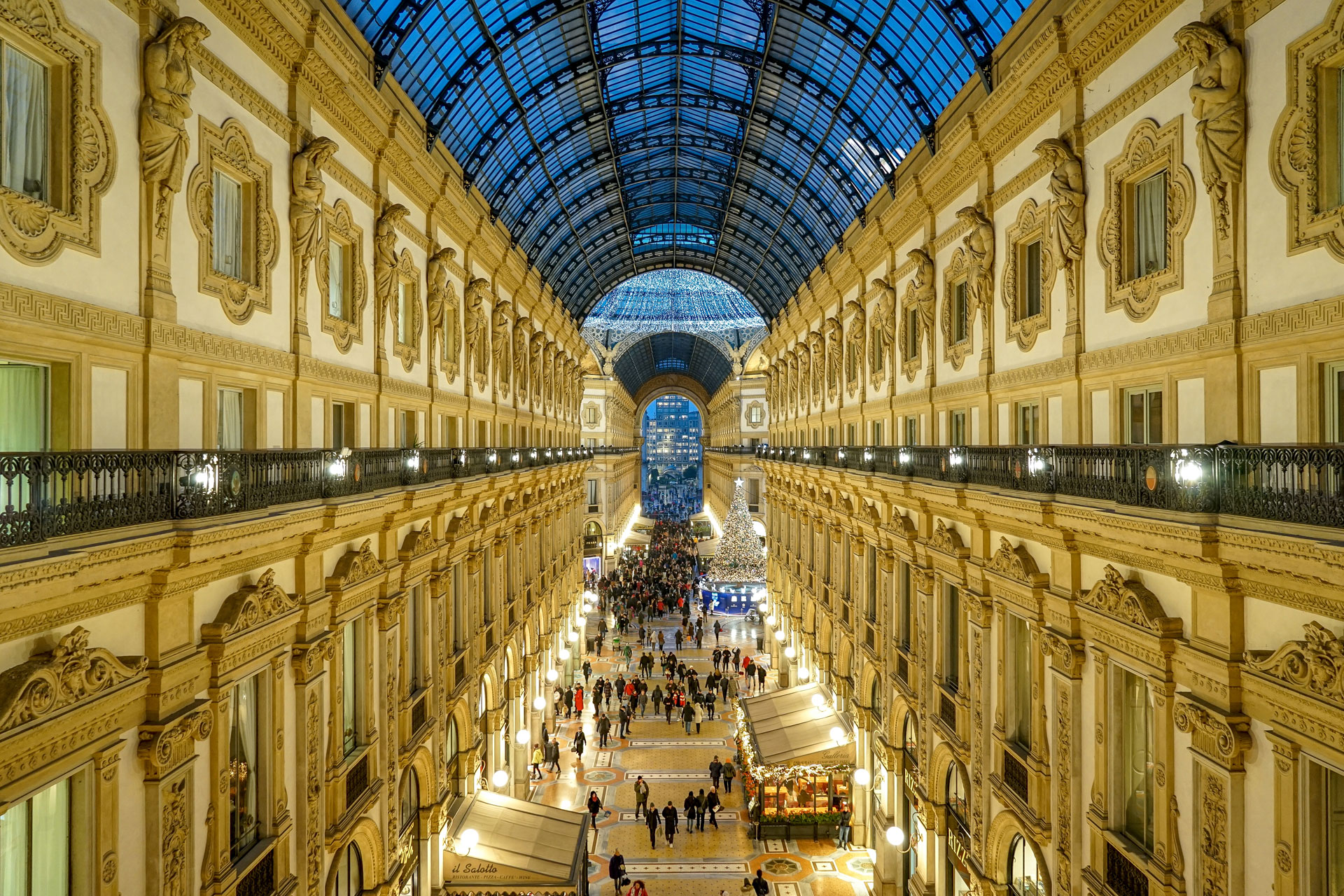galleria vittorio emanuele, natale galleria vittorio emanuele, architettura milanese, milano, elena galimberti, fotografia